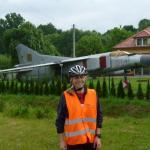 Manu leistet Erste Hilfe bei einer notgelandeten MiG